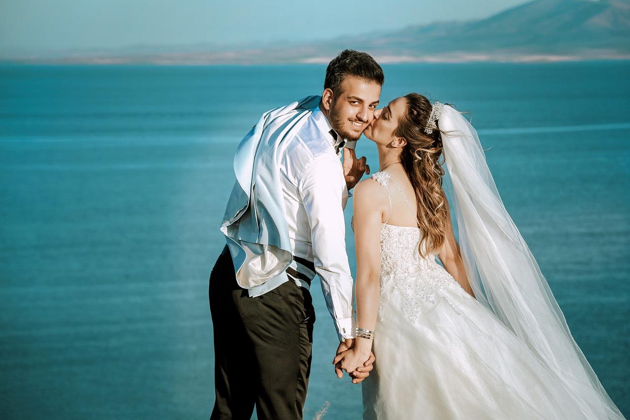 bride-groom-beach-wedding