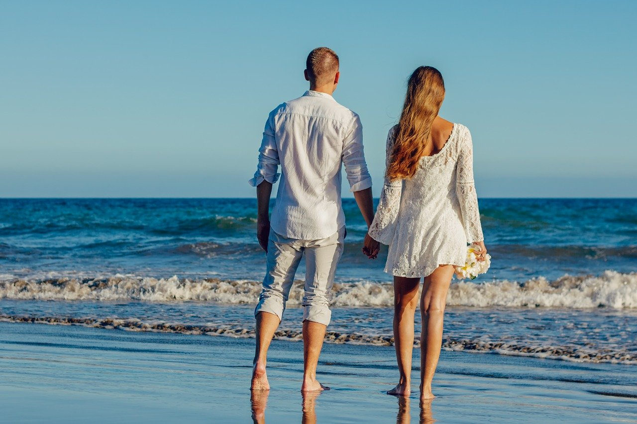 couple-beach-wedding