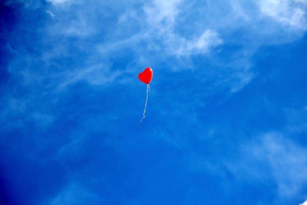 red-balloon-heart